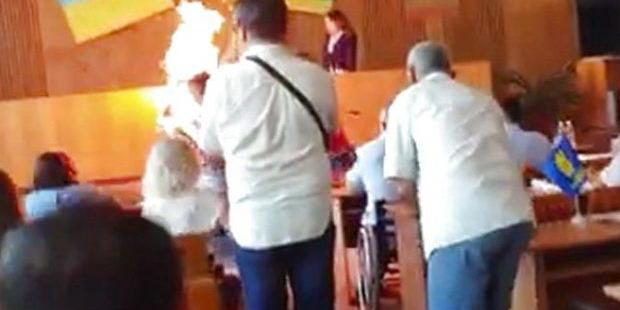 На Житомирщині підприємець підпалив себе на сесії міськради: поліція відкрила кримінальну справу (фото)