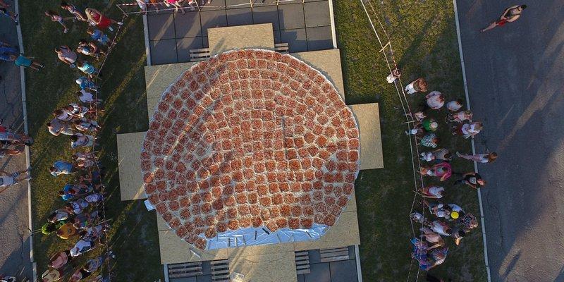 На Тернопільщині приготували найбільшу піцу в Україні (фото)