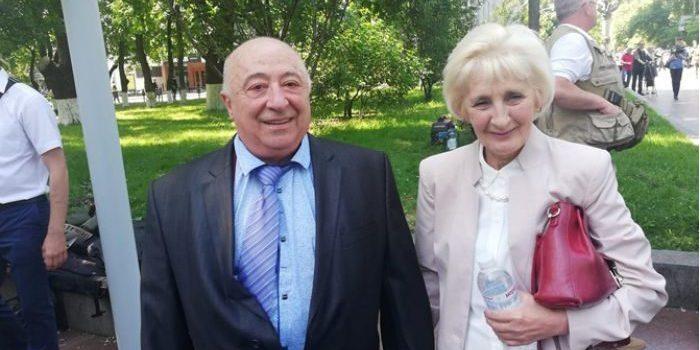 Журналісти побували у квартирі батьків президента України (фото)