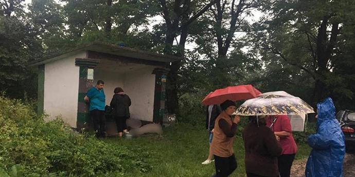 На Івано-Франківщині блискавка влучила в зупинку, загинуло 3 людей
