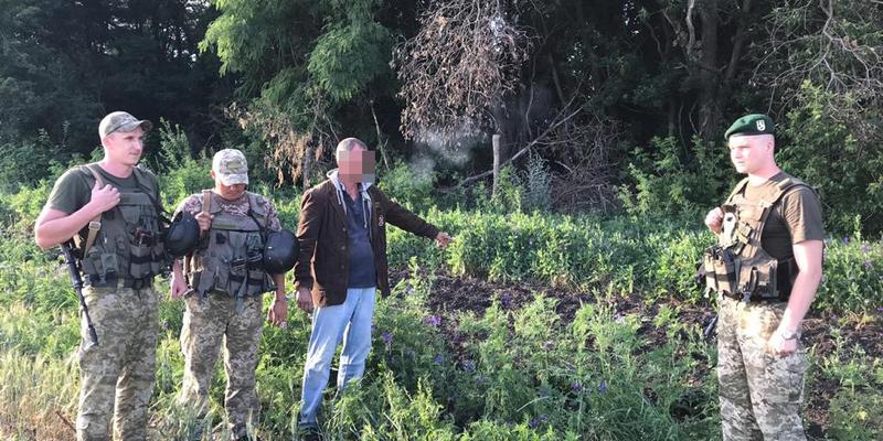 «Воювати за Росію проти США»: прикордонники затримали росіянина, який прямував до бойовиків «ЛНР»