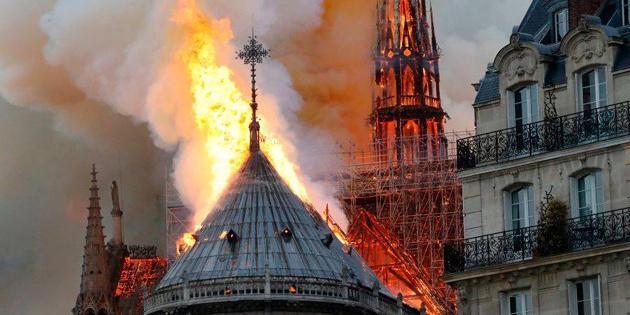 Слідчі назвали причину пожежі в Нотр-Дамі