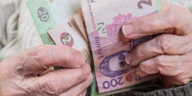 Уряд збільшив пенсії українцям з великим стажем