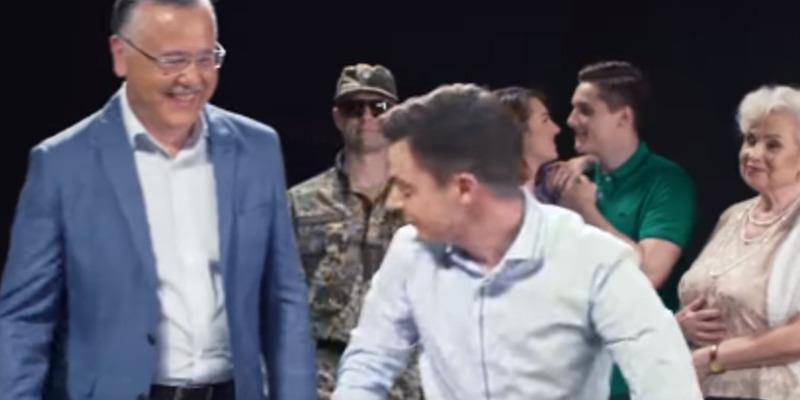 Креатив зашкалює: у відеоролику Гриценко допоміг Зеленському перемогти Путіна