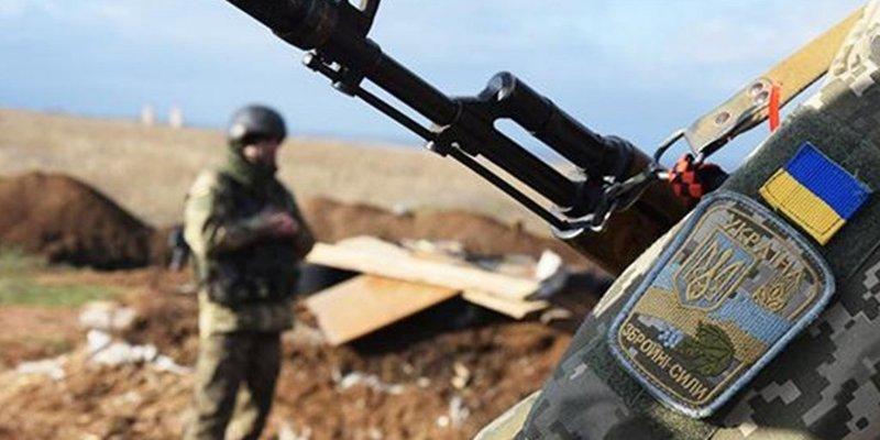 На Донбасі за добу постраждали троє українських військових