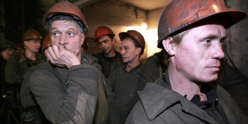 На Луганщині протестують шахтарі: вони засіли на 700-метровій глибині