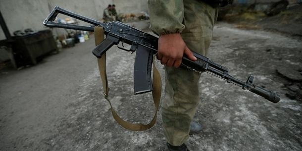 На Донбасі бойовики знову обстріляли автівку з медиками