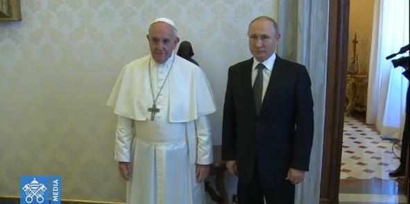 Путін на годину запізнився на зустріч із Папою Римським