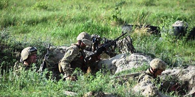 Доба на Донбасі: бойовики обстрілювали 30 разів, один військовий загинув, ще шестеро постраждали