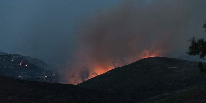 Через лісові пожежі на грецькому острові провели евакуацію