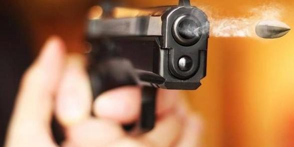 У Києві на подвір'ї будинку чоловік влаштував стрілянину, є поранений