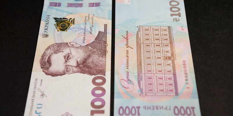 На нових банкнотах 1000 гривень помітили «піратський» шрифт (фото)