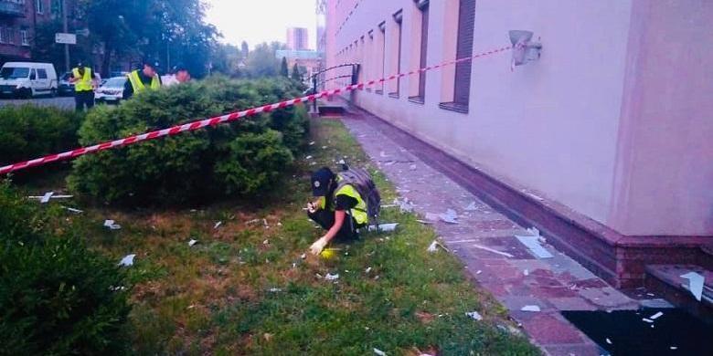 Будівлю телеканалу «112 Україна» в Києві обстріляли з гранатомета (фото)