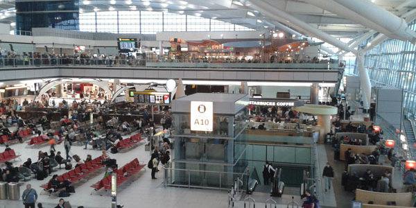 В аеропорту Лондона 12-річний хлопчик без квитка потрапив на борт літака