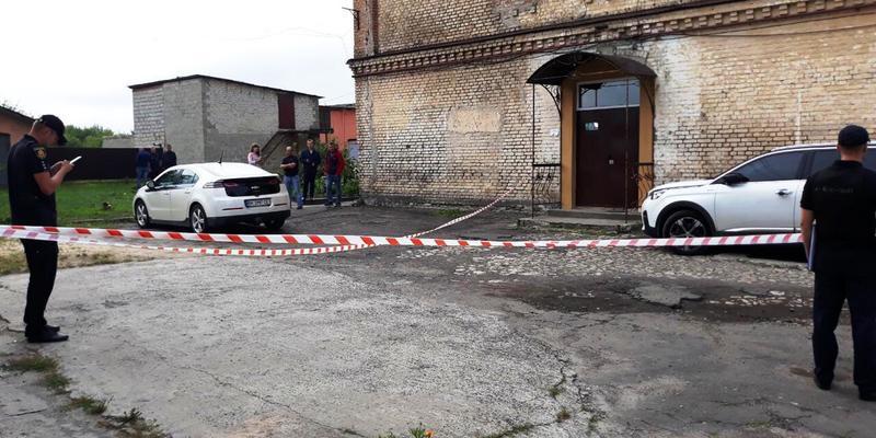На Рівненщині до авто кандидата в депутати прикріпили гранату