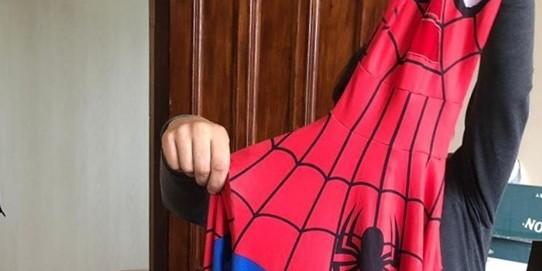 На Київщині рецидивіст у костюмі Спайдермена вбив людину