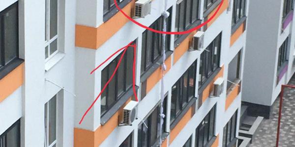 Спускався з п'ятого поверху на простирадлах: під Києвом розбився молодий чоловік (фото)