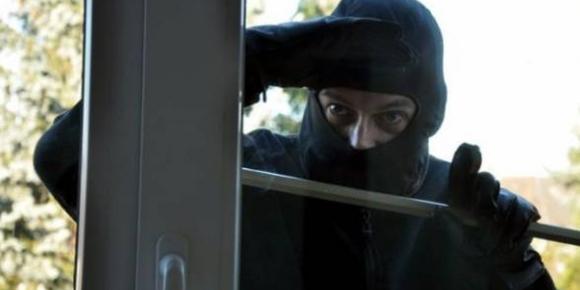 В Одесі злодії вилізли з вікна квартири прямо у руки поліцейським