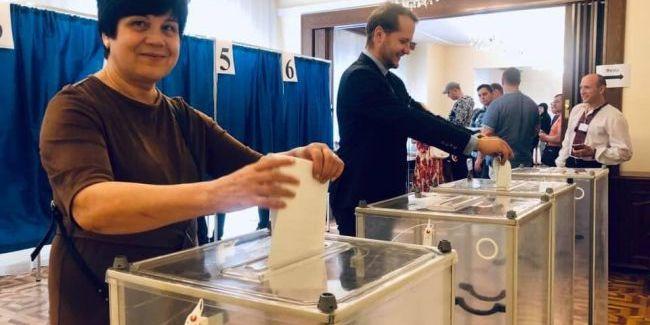 У Варшаві українці почали голосувати на виборах