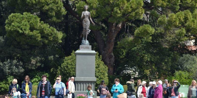 У Криму бронзову статую богині Флори у Нікітському ботсаду замінять бюстом Леніна