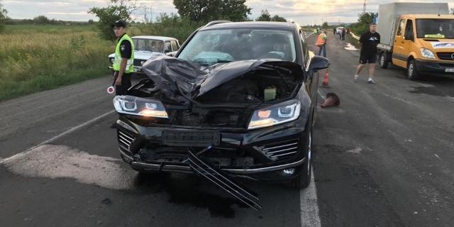 На Закарпатті високопоставлений фіскал насмерть збив дорожника (фото)