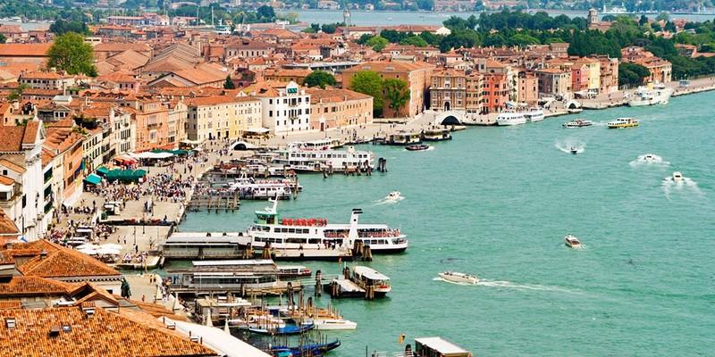 У курортному містечку в Італії заборонили алкоголь по суботах ввечері