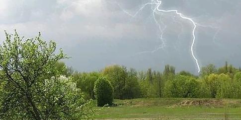 Прохолоду і дощ прогнозують синоптики майже до кінця липня