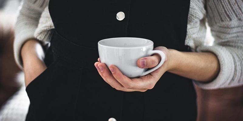 «Чи ти зробиш мені каву?»: як жінці відмовити босу у проханні