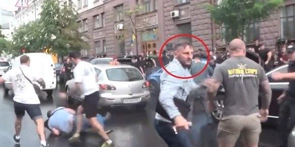 На авто Порошенко напав росіянин з Азова, який отримав громадянство України від Зеленського