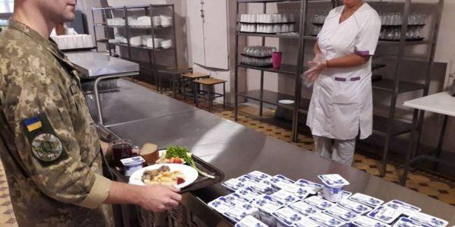 Суд зупинив перехід армії на нову систему харчування