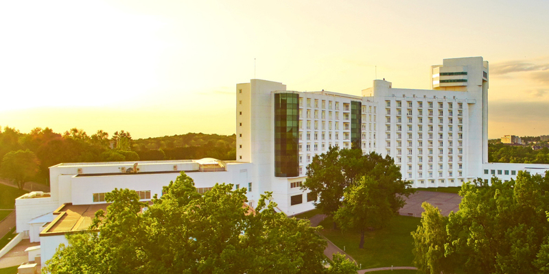 Разумков розповів, чому депутатів навчають у найдорожчому готелі Трускавця