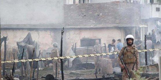 У Пакистані на житлові будинки впав літак, 19 людей загинули