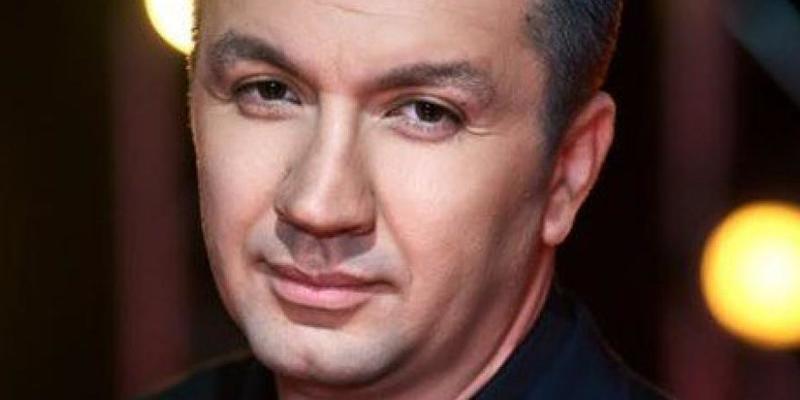 Телеведучого Іванова, який відмовився йти на вибори від Слуги народу, звільнили з 1 + 1