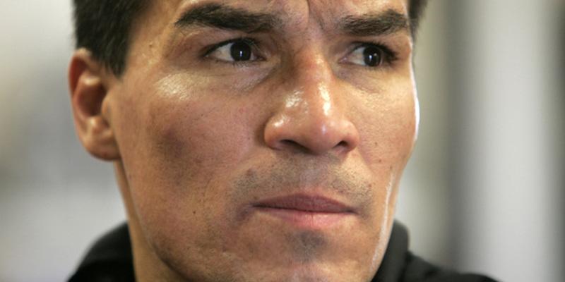 Екс-чемпіона світу з боксу засудили на 18 років за зґвалтування 8-річної доньки (фото)