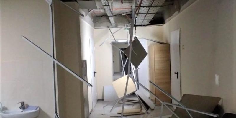 На Сумщині у лікарні впала стеля у щойно відремонтованому відділенні (фото, відео)