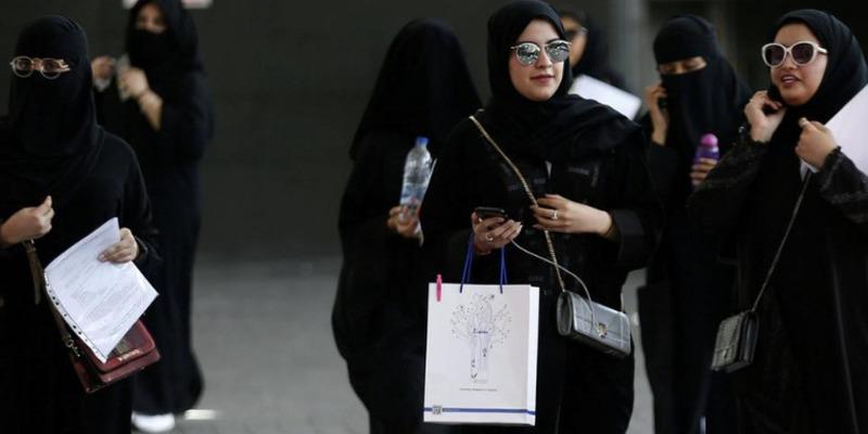 У Саудівській Аравії жінкам дозволили подорожувати самостійно