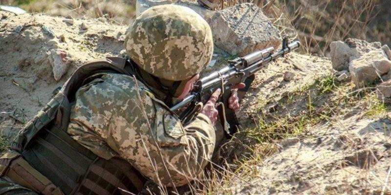 ООС: 5 обстрілів, одного військового поранено