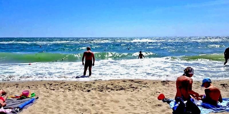 На одному з найбільших пляжів Одеси заборонили купатися