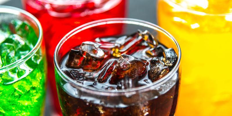 Регулярне вживання солодких напоїв підвищує ризик карієсу, ожиріння, серцевих захворювань і передчасної смерті