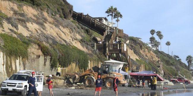 У Каліфорнії на пляжі обвалилася скеля, є загиблі (фото)