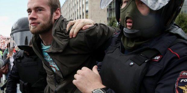 Поліцейські влаштували побоїще на акції в Москві