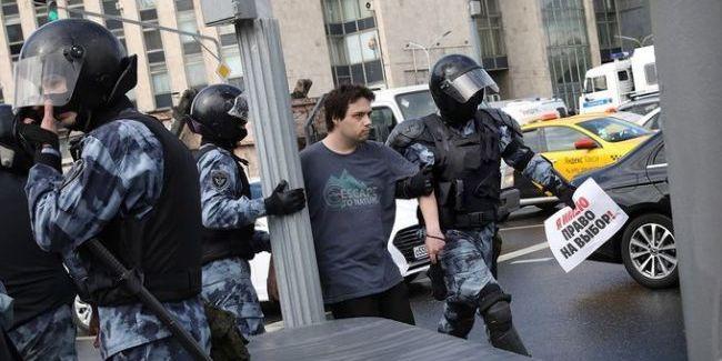 Кількість затриманих на мітингу у Москві зросла до майже 830