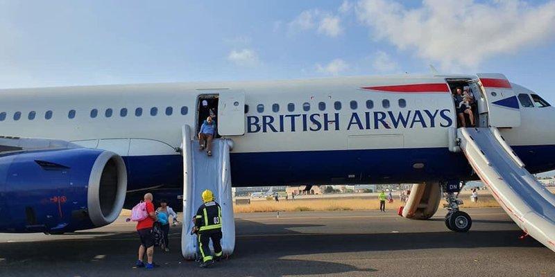 Літак British Airways задимівся перед посадкою в Іспанії