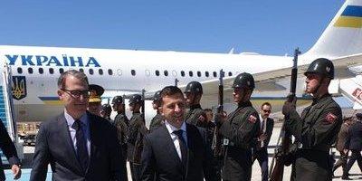 Зеленський вперше прилетів до Туреччини з офіційним візитом (фото)