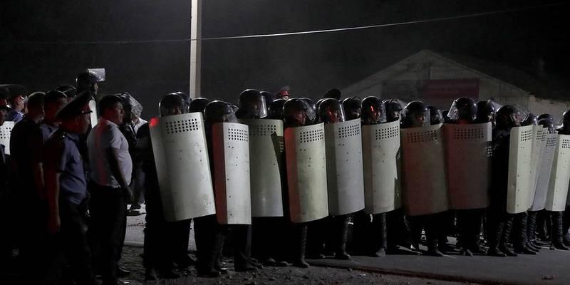 Заворушення в Киргизстані: спецпідрозділи штурмували резиденцію експрезидента