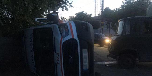У Дніпрі вантажівка зіткнулася зі «швидкою», є постраждалі