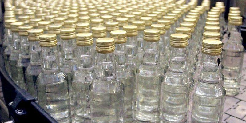 Нелегальну горілку в Україні продають вп'ятеро дешевше