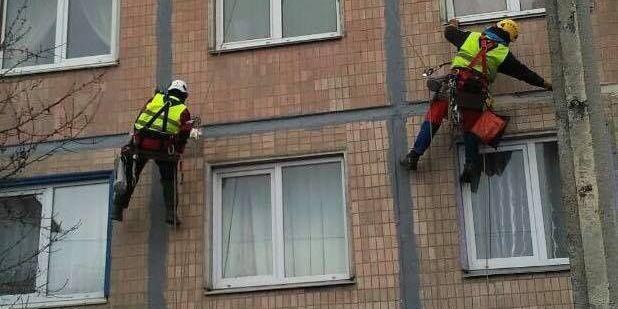 У Росії пенсіонер перерізав мотузки альпіністам, які виконували роботи на фасаді будинку