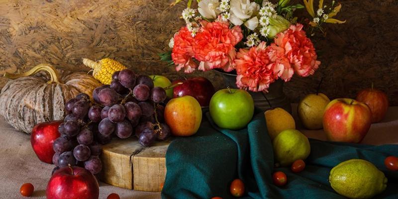 Груші, сливи, виноград і свічки: скільки коштуватиме святковий кошик на Яблучний Спас