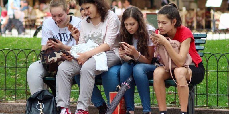 Дослідження: підлітки довіряють блорегам більше, ніж професійним медіа